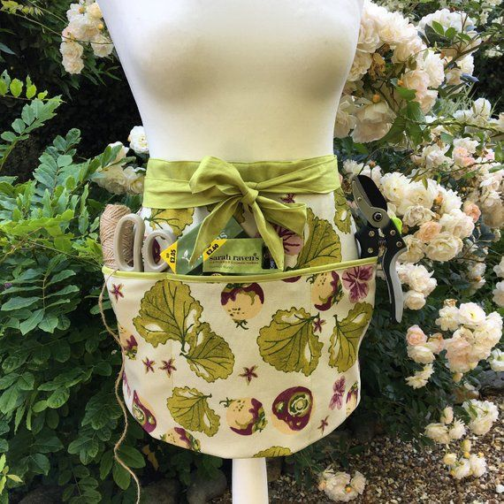 Gardening apron, florists apron, half apron, organic cotton, apron for garden, gardening gift, gardening apron with pockets, short apron is part of garden Decoration Items - size, please don't hesitate to contact me   This is ready to go and as soon as payment is received it will be sent out first class post uk  ITEMS IN THE APRON POCKET ARE NOT INCLUDED