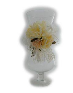 Adorabile composizione floreale composta da gruppo di fiori organza,raso e fascia in pizzo...