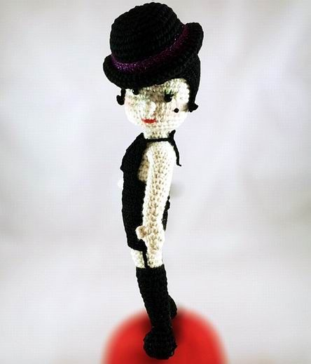 Sally Bowles Puppe - kostenlose Häkelanleitung | DIY Stricken-Häkeln ...
