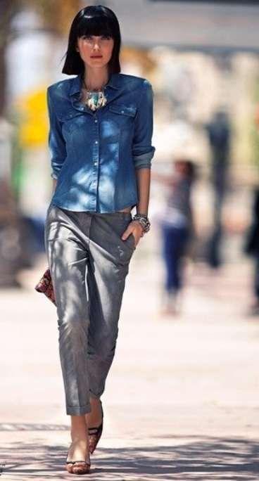 d1f9a4c01c Come abbinare camicia di jeans - Camicia di jeans e pantalone grigio ...