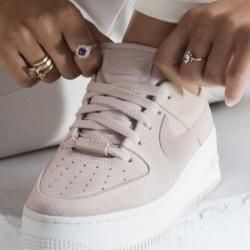 Nike Air Force 1'07 Damenschuh Grau Nike in 2020