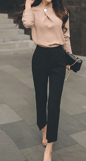 25 Charming Casual Women Work Outfits - My Daily Pins - Outfits for Work #womensworkoutfits