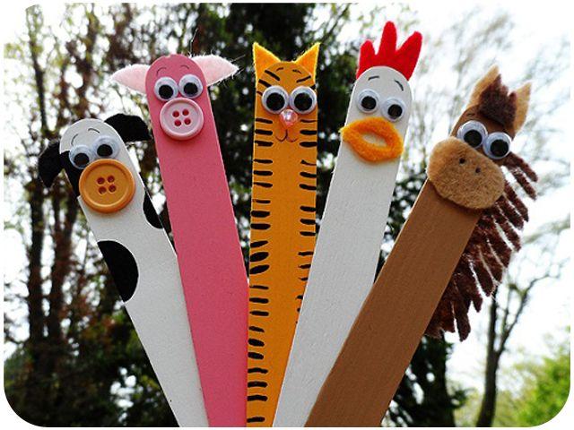 marcadores de páginas feitos com palitos grande de picolé. Boa ideia p as crianças.
