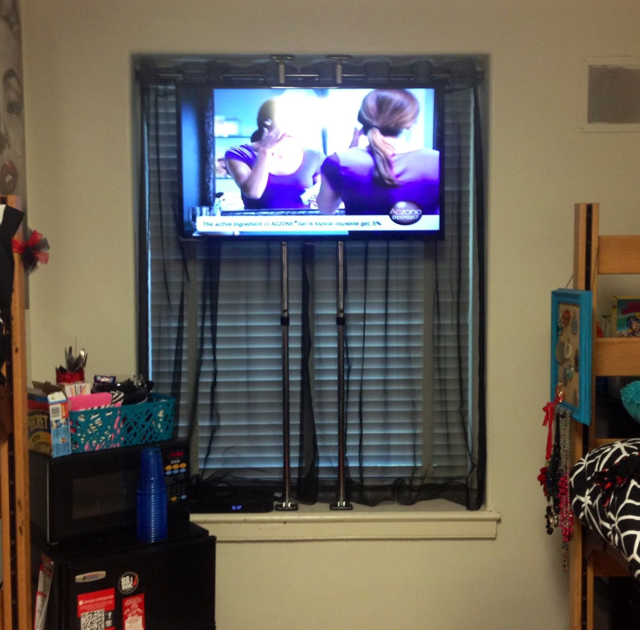 40 Flat Panel In University Dorm Room How Do You Hang A Tv When Can T Mount Anything To The Walls