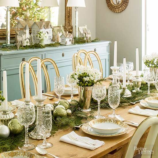 Deck Your Dining Table With These Easy To Make Christmas Centerpieces Christmas Table Centerpieces Christmas Centerpieces Christmas Table Settings