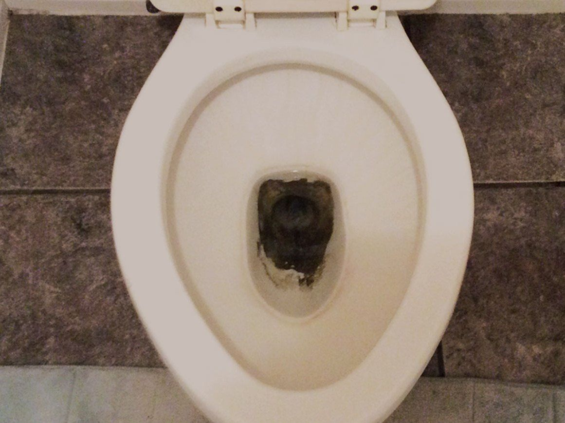 How to remove stains from the toilet bowl - 6CleaningTips.net