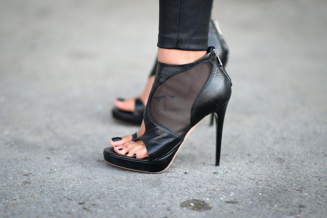 Botki Peep Toe To Hit Wiosny Postaw Na Botki Bez Palcow Heels Ankle Cuff Heels Shoe Lover