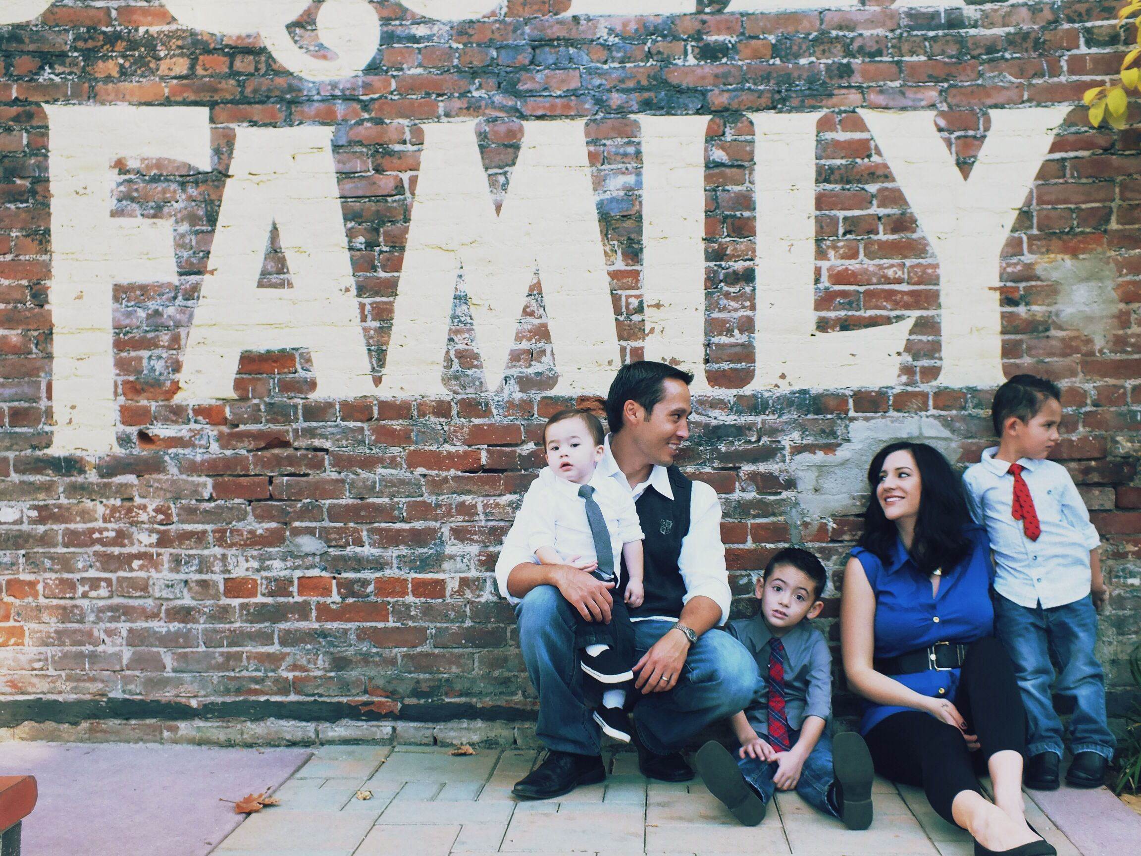 Posh Poses | Family | Exposed Brick | Candid | Family of 5