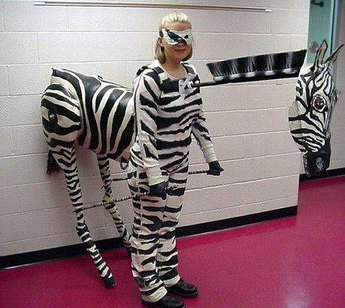 La cebra Original and fun costumes   Disfraces originales y - cool halloween ideas