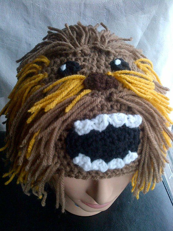 Chewbacca beanie. I kind of really want to make this!!!  6176da046ea