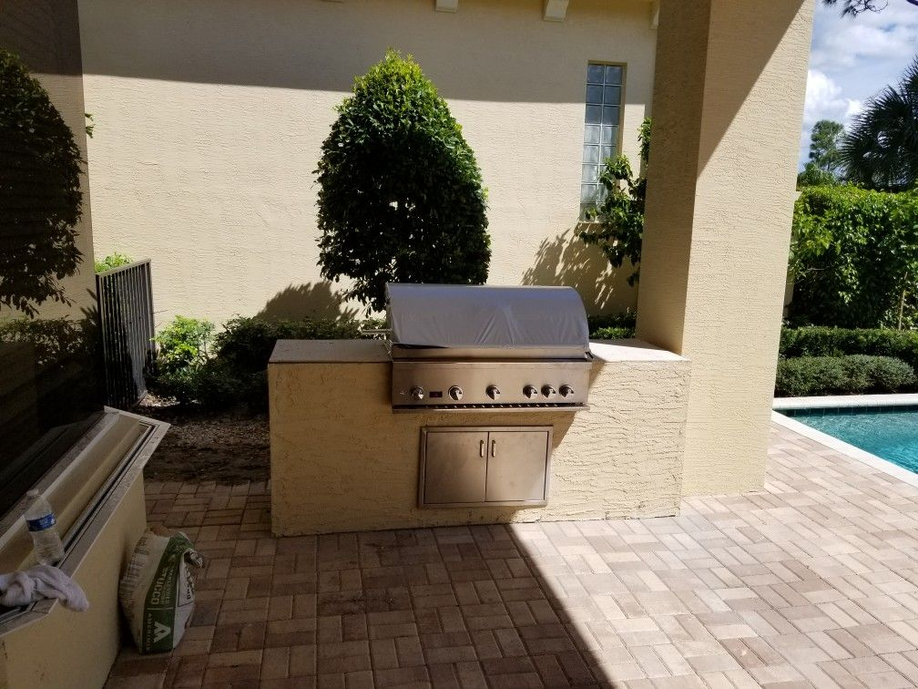 I design and build outdoor kitchens from mild to wild. I
