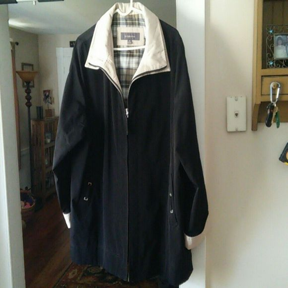 Liz Claiborne Black Wind Breaker with Tan Trim Nice thin black wind breaker spring coat in good condition. Tan trim and black hip length with zip up front. Very classy and flattering coat for Spring and Fall. Liz Claiborne Jackets & Coats