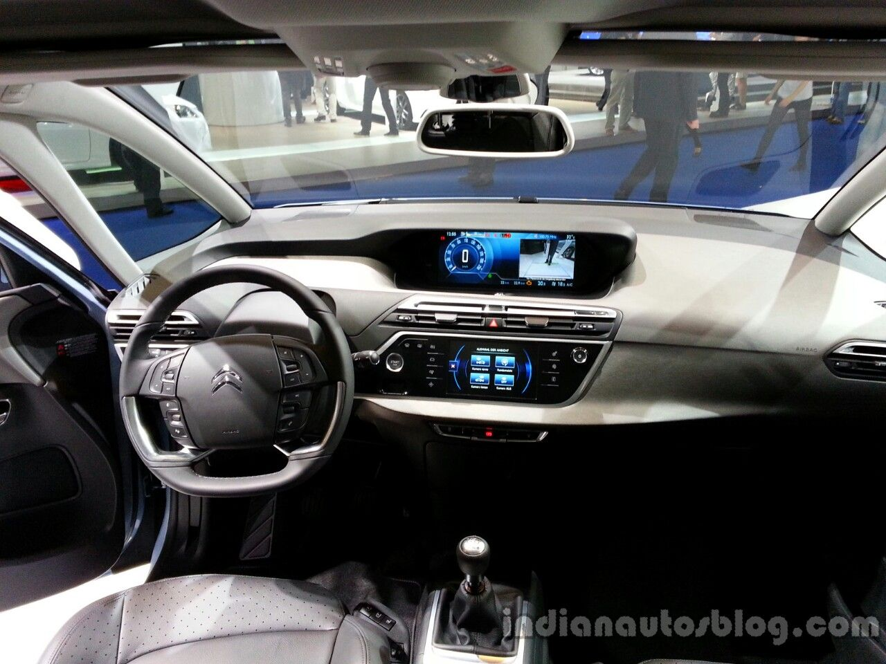 Interior of the 2014 citroen grand c4 1 280 for C4 picasso 2013 interieur