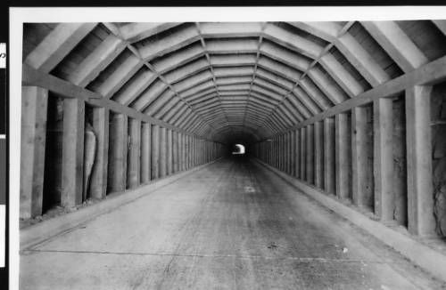 Tunnel in Zian National Park, Utah, [s.d.]. http://digitallibrary.usc.edu/cdm/ref/collection/p15799coll65/id/20709