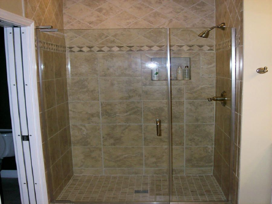Bathroom shower tile master bathroom tiles model for Model bathrooms photos
