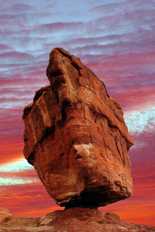 Balanced Rock in the Garden of the Gods, Colorado Springs, Colorado ...