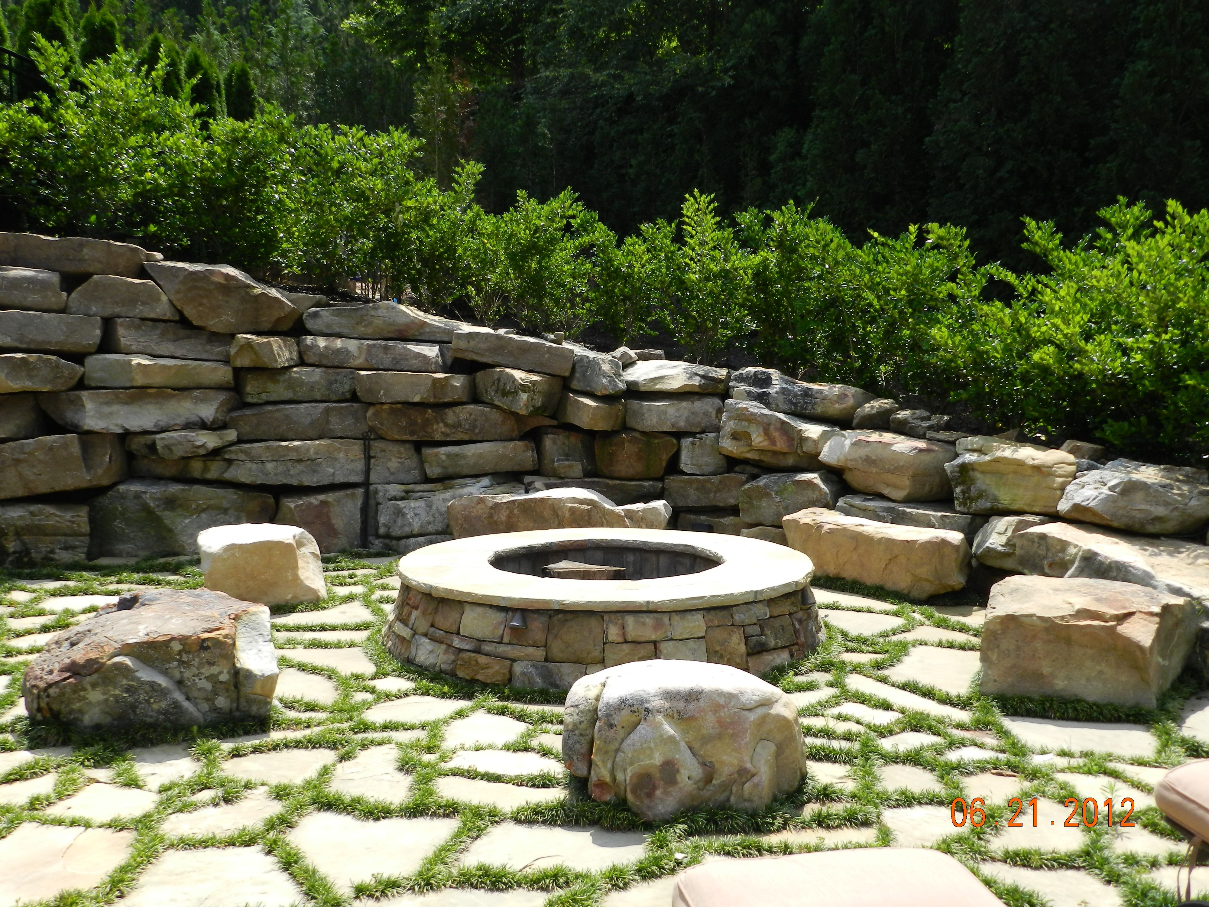 Fire Pit With Flagstone And Mondo Grass Fire Pit Patio Outdoor Fire Pit Fire Pit
