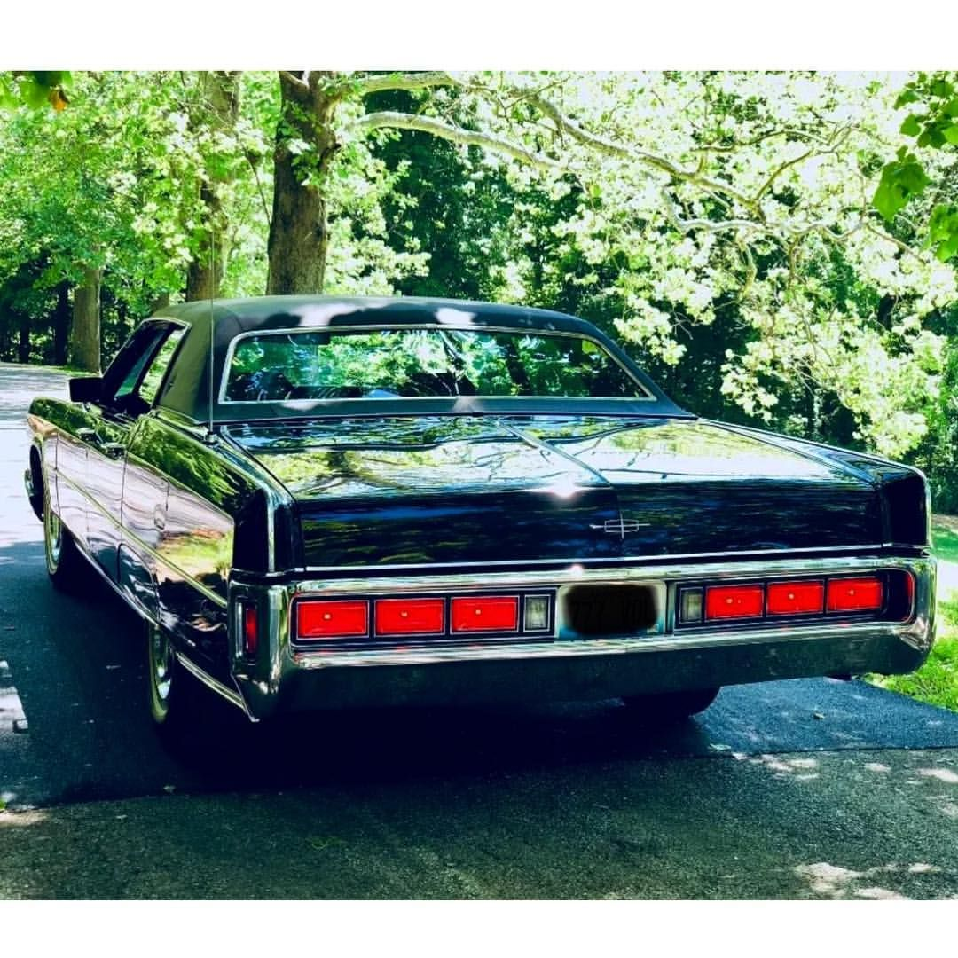 hight resolution of 1972 lincoln continental sedan badwf on instagram lincoln continental towncar lincolncontinental lincolntowncar blacklincoln taillights