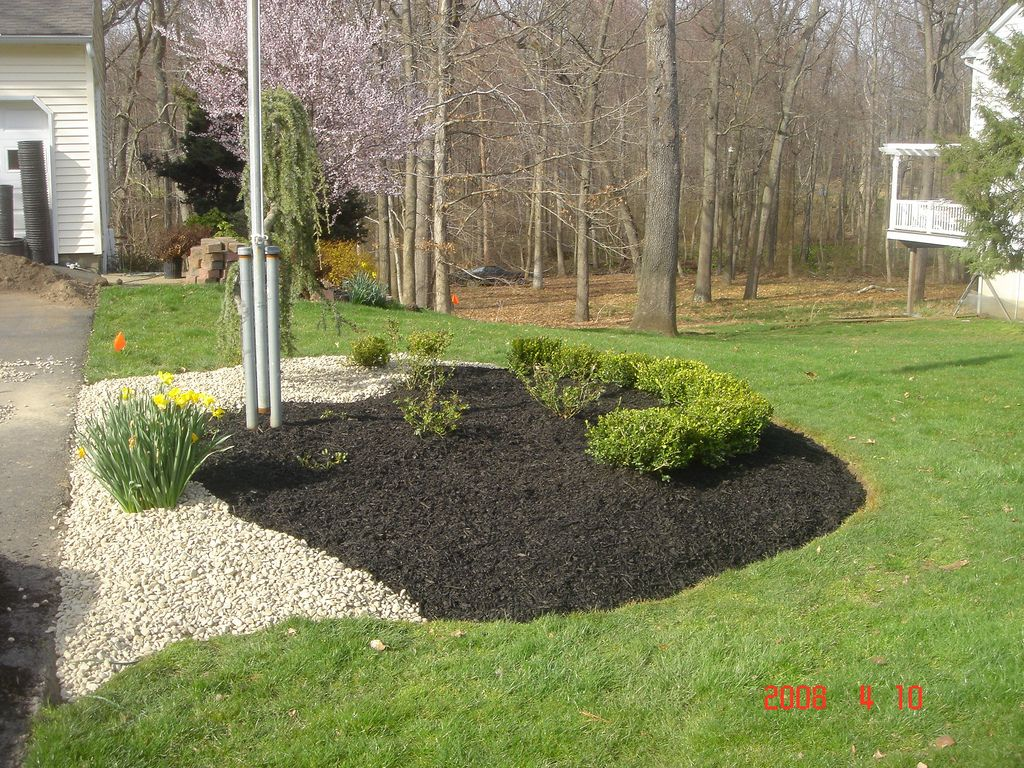 Landscaping With Mulch And Rocks