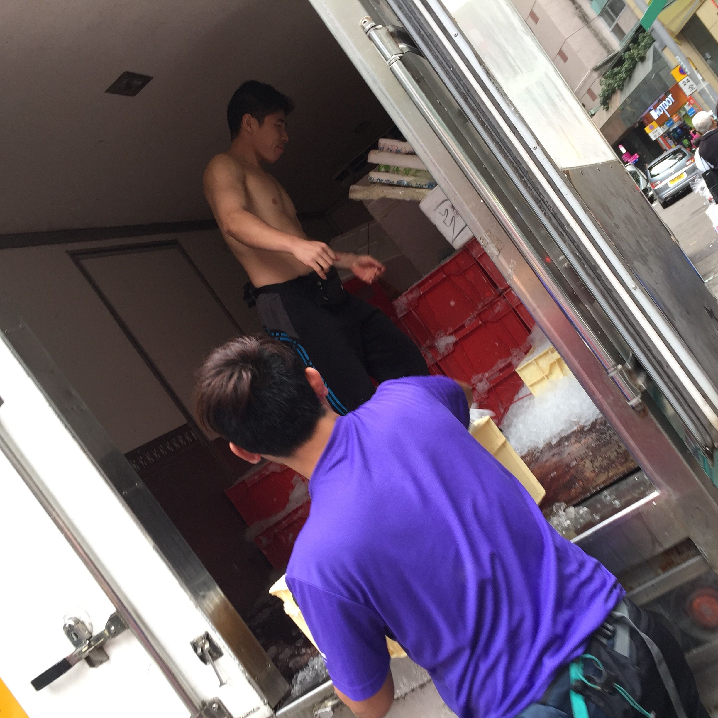 Bill  E2 9c 93 Delivery Guys Organising Shaved Ice Deliveries To Traders In Wan Chai Markets