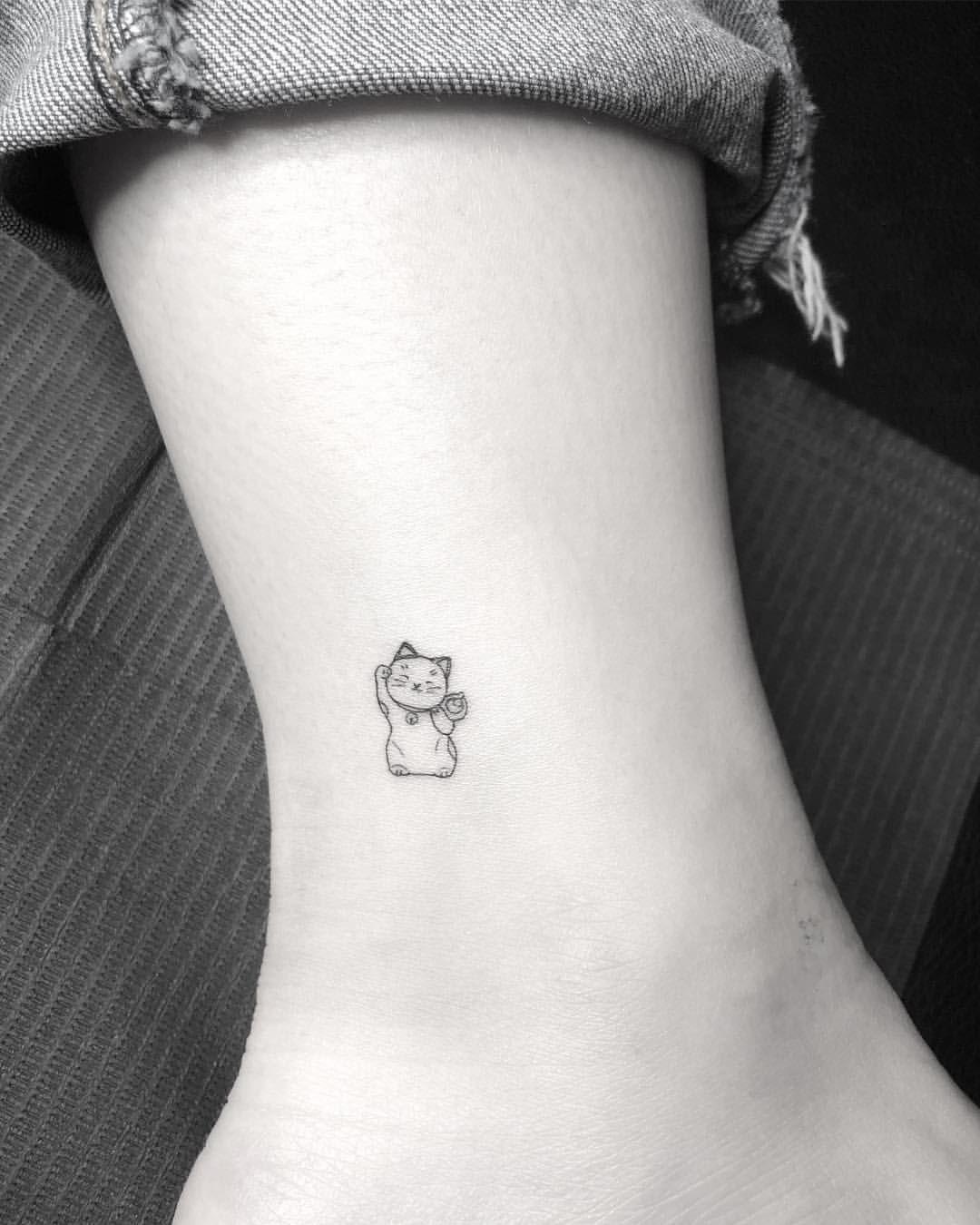 Lucky Cat Outline Tattoo 3 4 Inch Maneki Neko Evantattoo Evantattooinnyc Tattootrip Minimalist Tattoo Lucky Cat Tattoo Tiny Tattoos For Girls