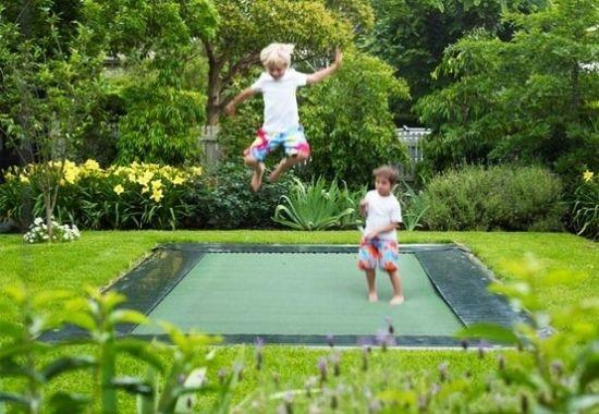 Trampolin springen-hüpfen Kinder Spielplatzgeräte Gartenideen | Plac ...