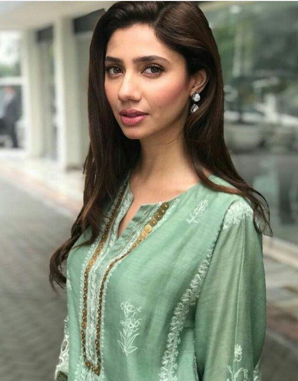 c25d3533e7 Discover ideas about Bollywood Actress. Pakistani actress mahira Khan ...