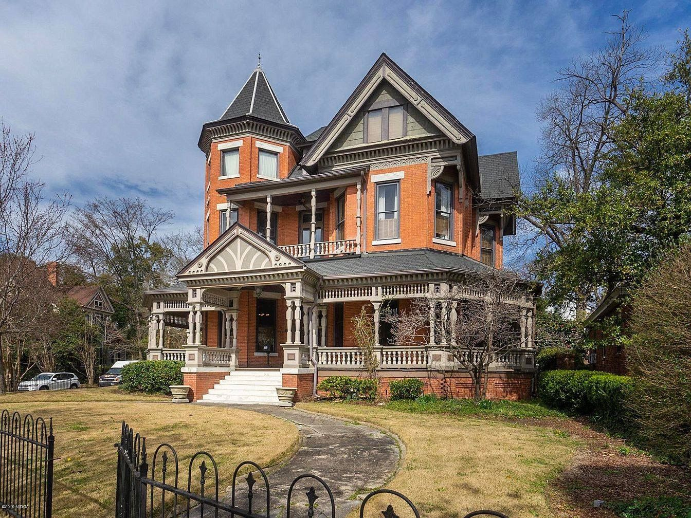 Beautiful Victorian house. Abandoned mansion for sale