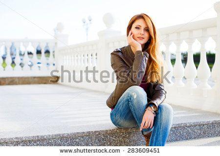 CHICAS DE JEANS Fotos, imágenes y retratos en stock   Shutterstock