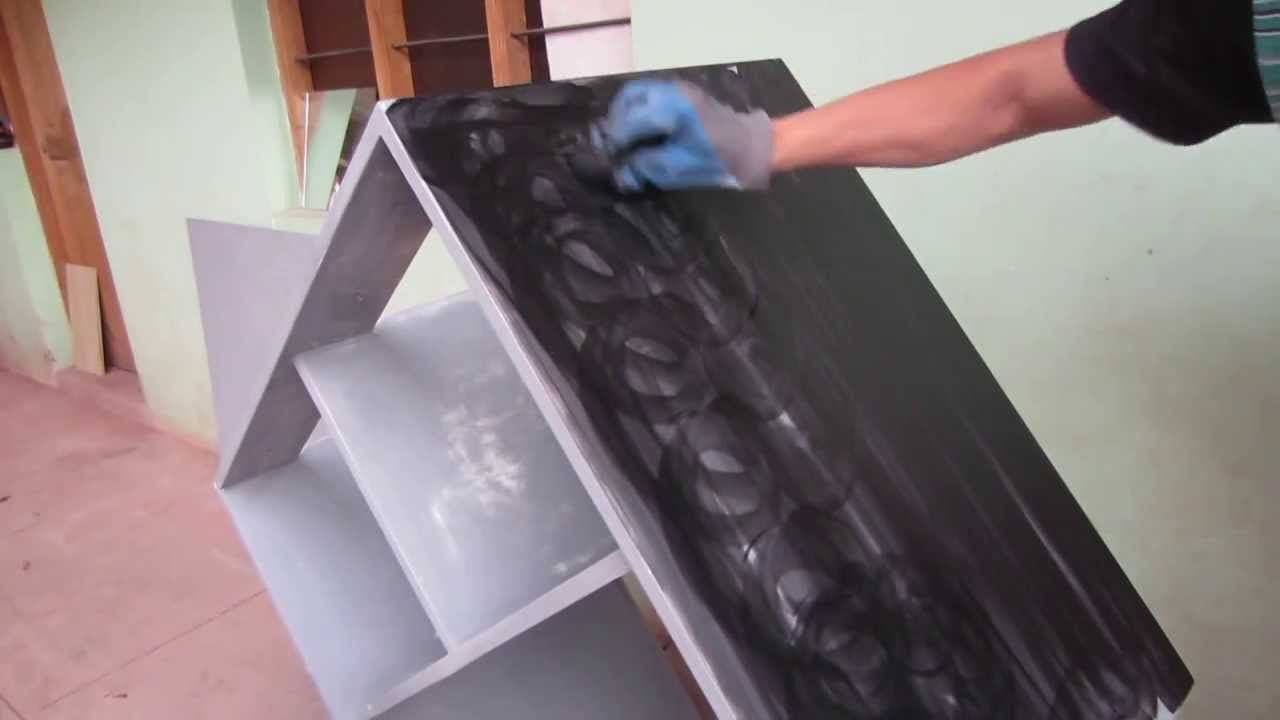 pintando mueble color negro en aglomerado facil