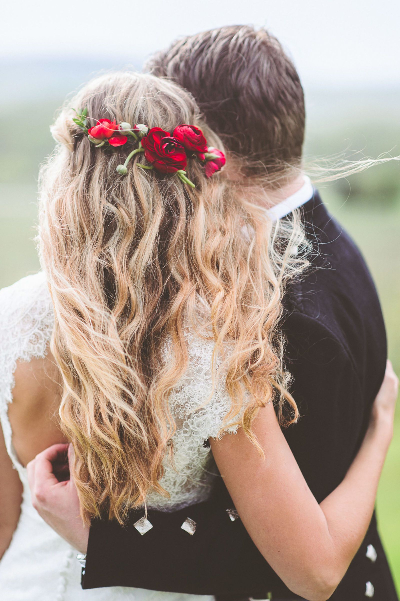 24 Stunning Ways To Wear Flowers In Your Hair On Your Wedding Day Wedding Hair Down Bride Hairstyles Flowers In Hair
