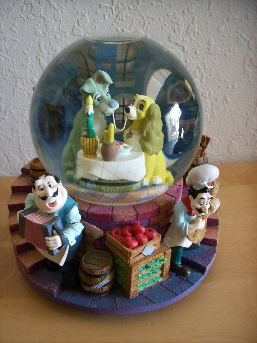 "Disney Lady and the Tramp ""La Belle Et El Clochard"" Musical Snowglobe"