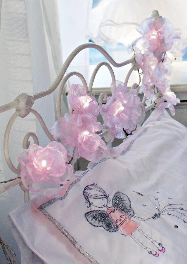 Tee ruusuköynnös valosarjasta | Unelmien Talo&Koti Kuva, idea ja toteutus: Anne Nieminen