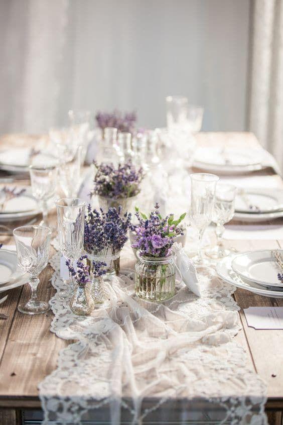 Hochzeitstischdeko Ideen - Blumenschmuck mit Lavendel