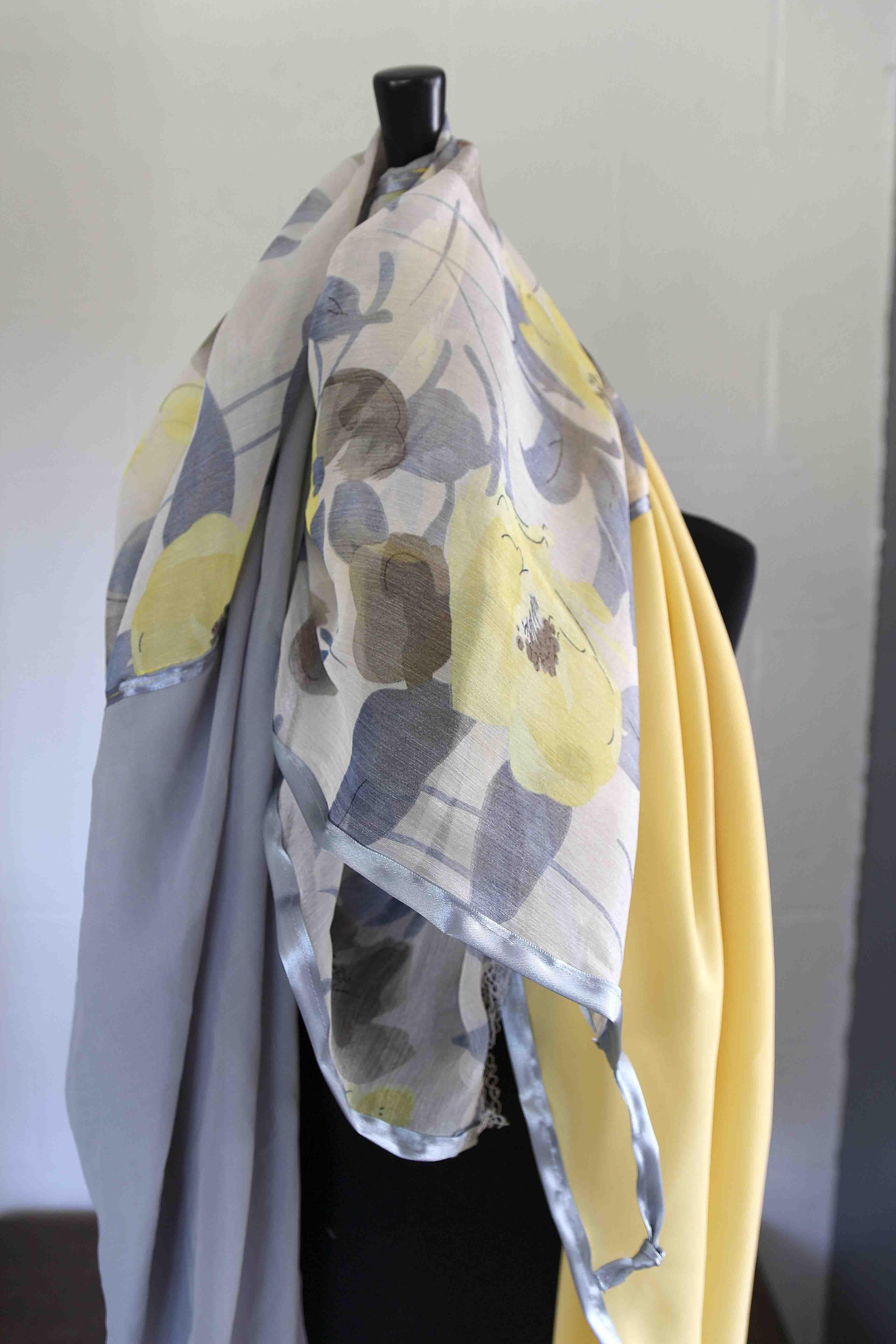 2819ff15ad8d Foulard (tons jaune-gris) 140 cm x 140 cm   Foulard printemps-été ...