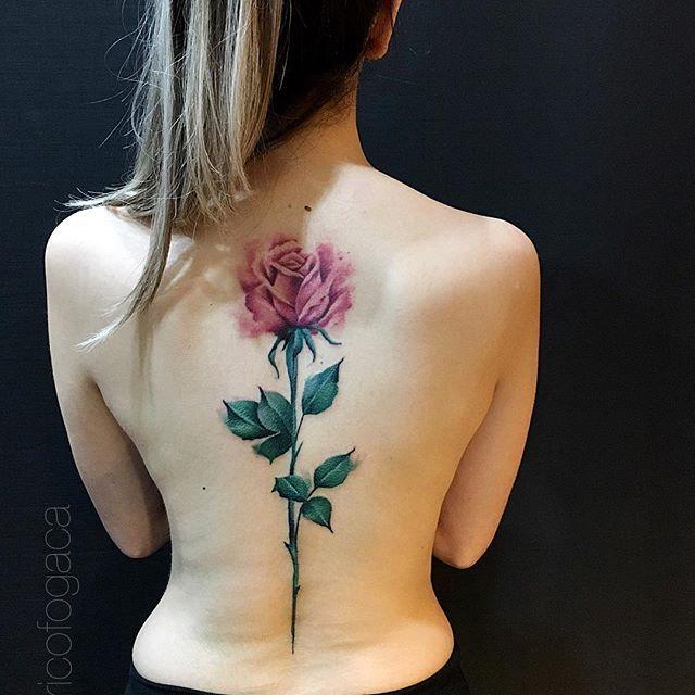 Tatuagem Feminina Nas Costas Rosa Colorida Bom Dia Tenho