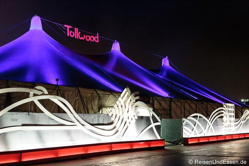 Ich habe das #Tollwood Festival besucht. Ein Weihnachtsmarkt der ganz besonderen Art. Kunst, Kultur und Kulinarik sind hier vereint. Lass dich be- und verzaubern.