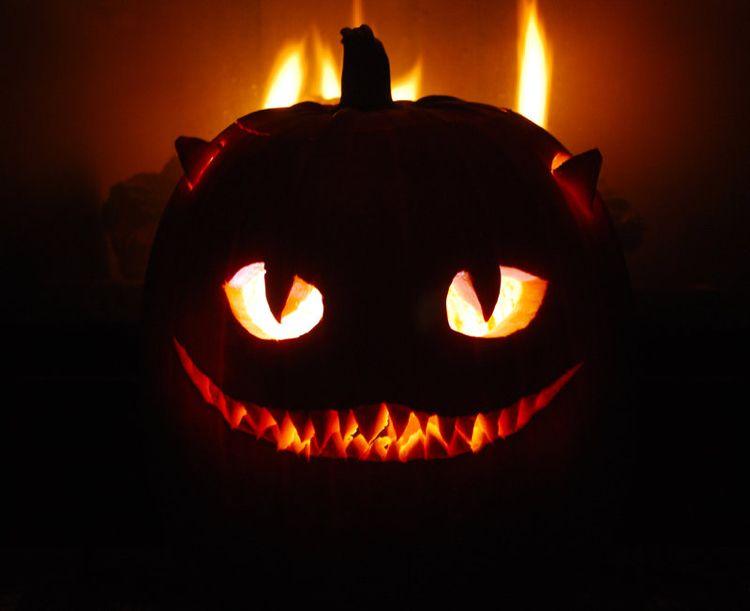 Kurbislaterne Halloween Gruselig Grinsekatze Leuchtende Augen Katze Kurbis Schnitzen Kurbis Schnitzen Vorlage Katze Katzenkurbis