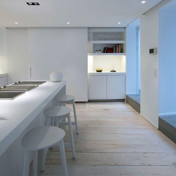 Küche schwarz minimnalistisch Küchentheke Stuhl Holzboden - schiebetür für küche