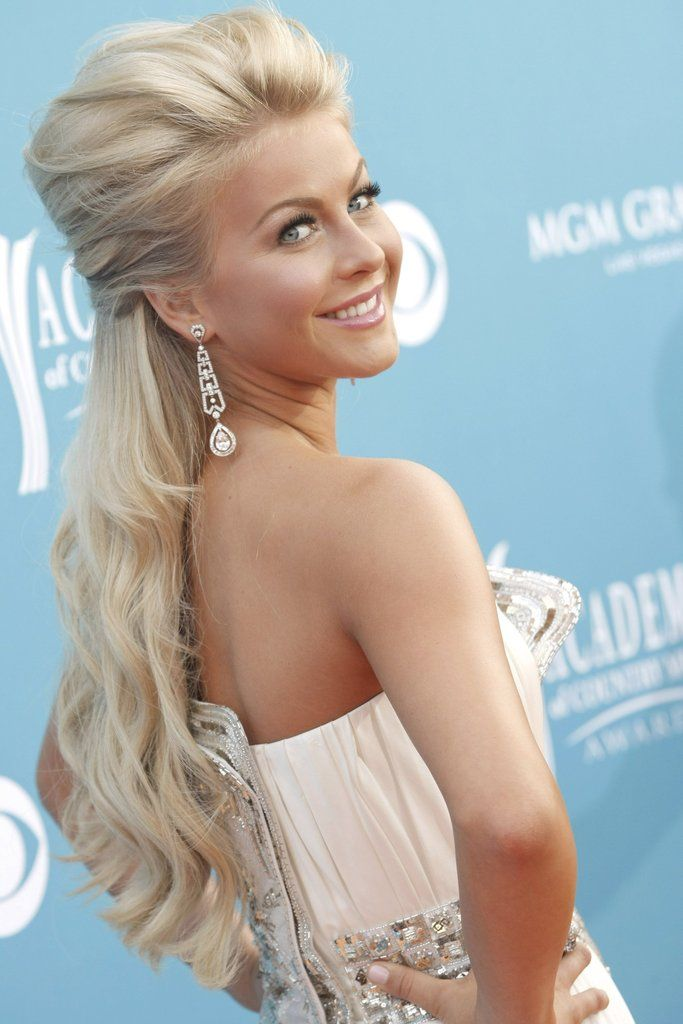 Loving This Bombshell Hairstyle By The Always Gorgeous Julianne Hough She Is Rocking A Poofy
