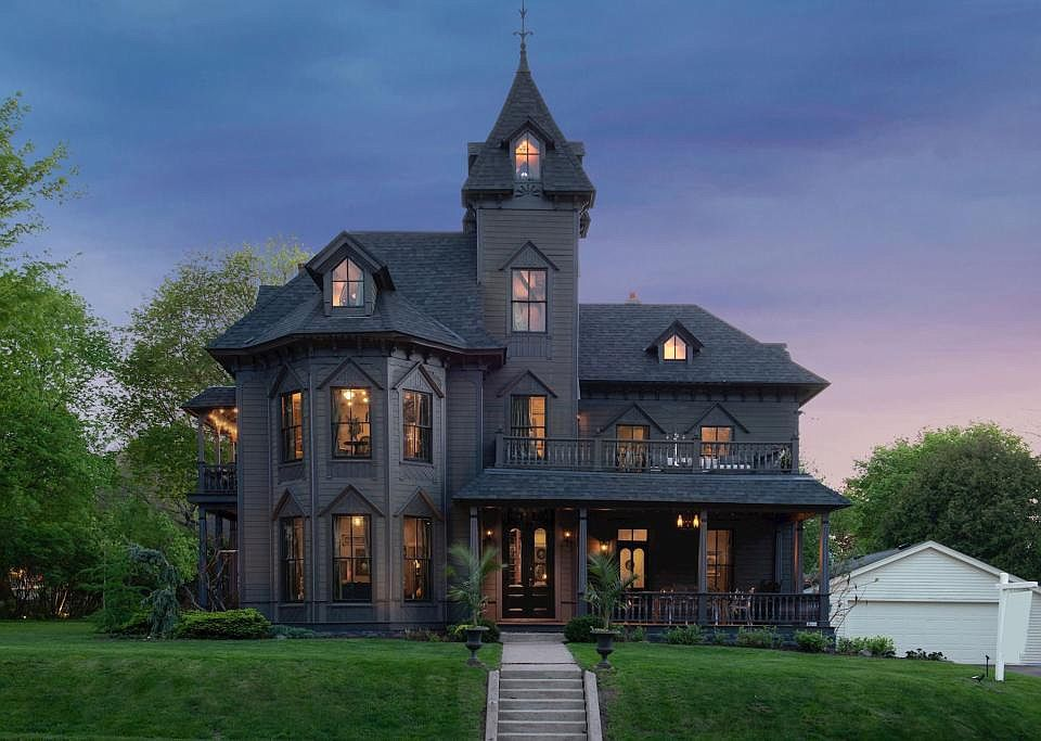 1224 3rd St S Stillwater Mn 55082 Mls 5232688 Zillow Castle House Empire House Victorian Homes