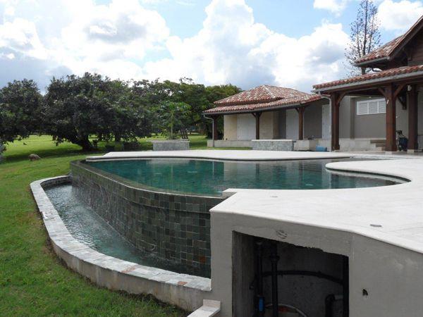 Piscine à débordement coffrage Marinal Réalisation Guadeloupe - realiser une piscine en beton