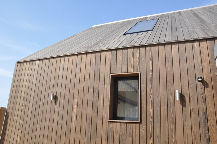 Specifinder Com Kebony Beach Houses Camber Sands Contemporary Beach House Beach House Design Wooden Cladding