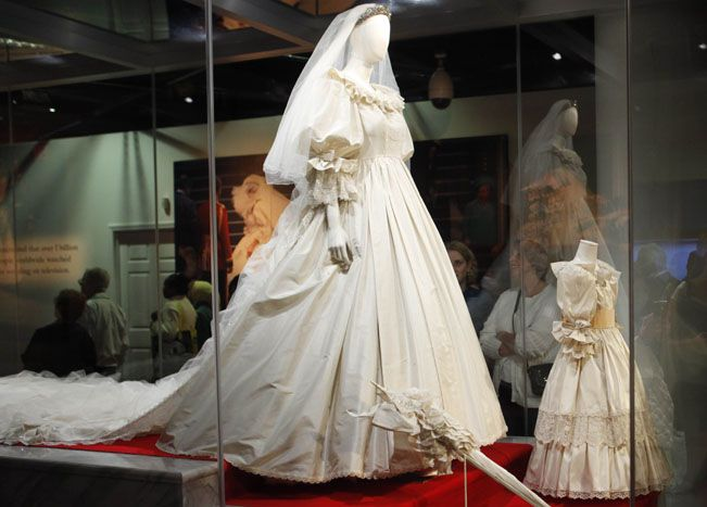 Dianas Royal Wedding Dress On Loan From Althorp Estate For A 2012 Mall Of America Exhibition
