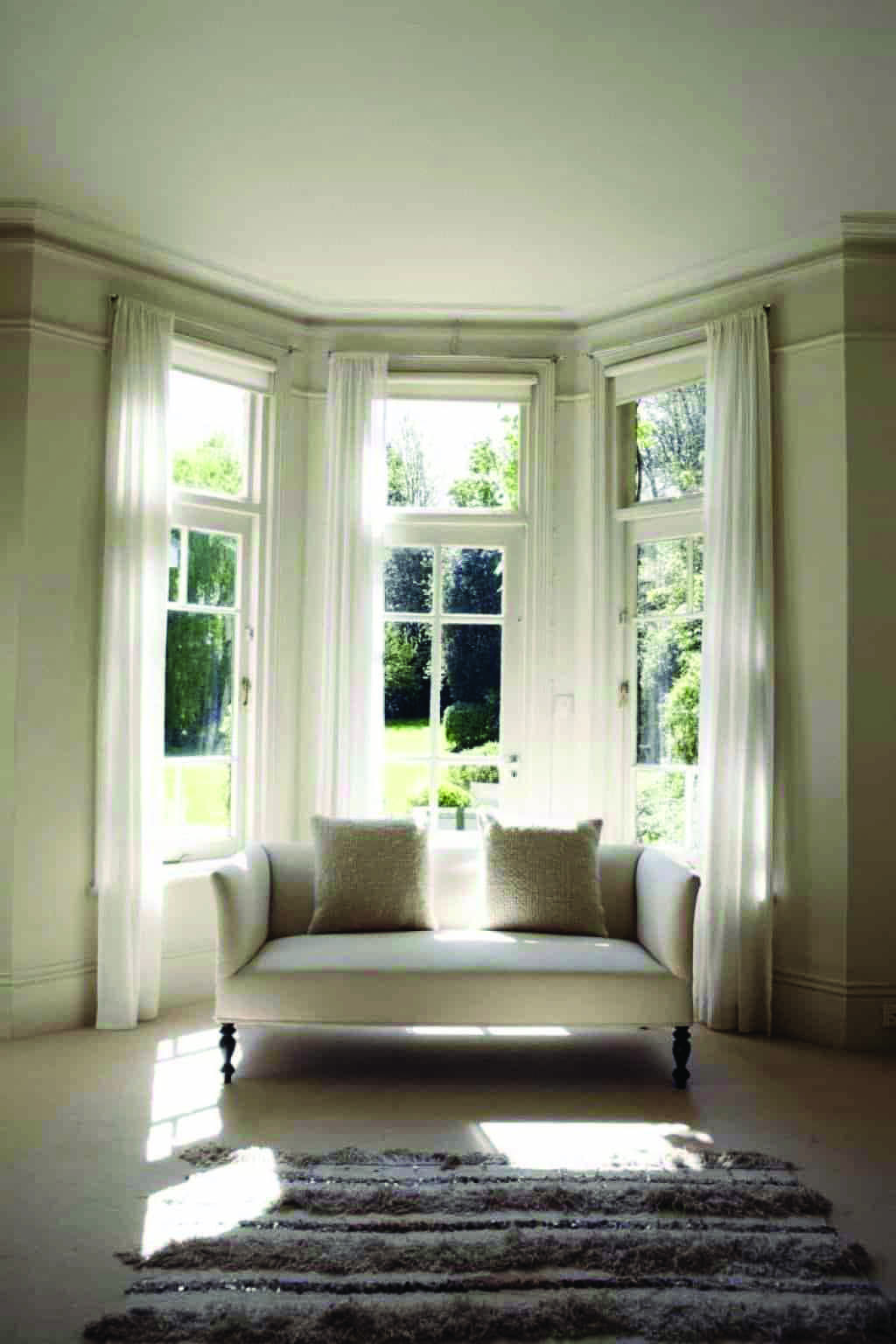 Top Bay Window Seat How To Build For Your Home Bay Window Living Room Kitchen Bay Window Bay Window Decor