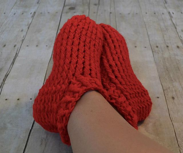 These look squishy soft! Ravelry: Adult Chunky Slippers pattern by ...