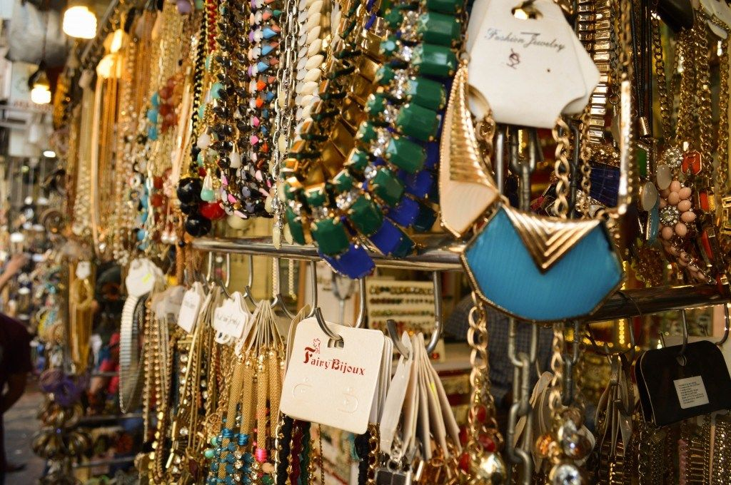 12 Stunning Street Shopping Places In Mumbai You Should Know - Eventznu.com