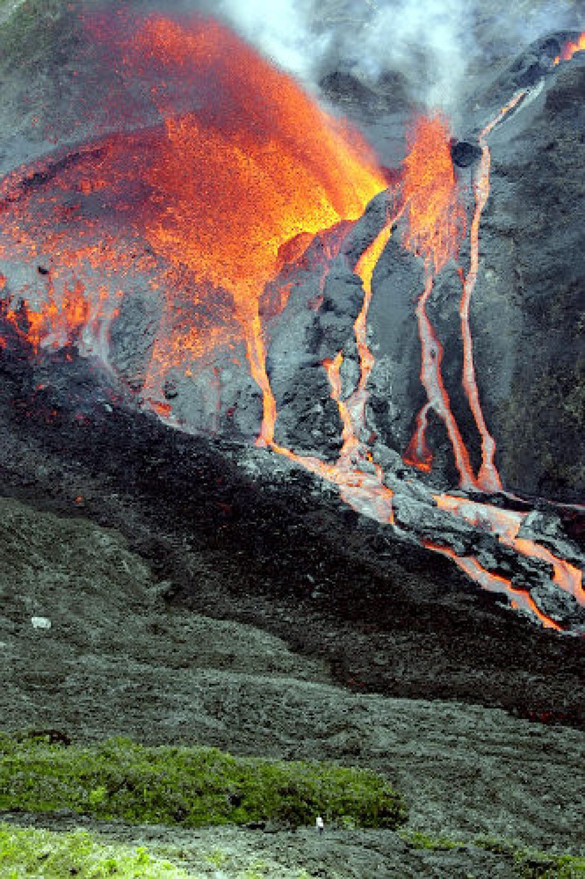 Piton De La Fournaise Photos It S Gonna Blow Volcanoes Around The World En 2020 Paysage Reunion Site Voyage Volcan