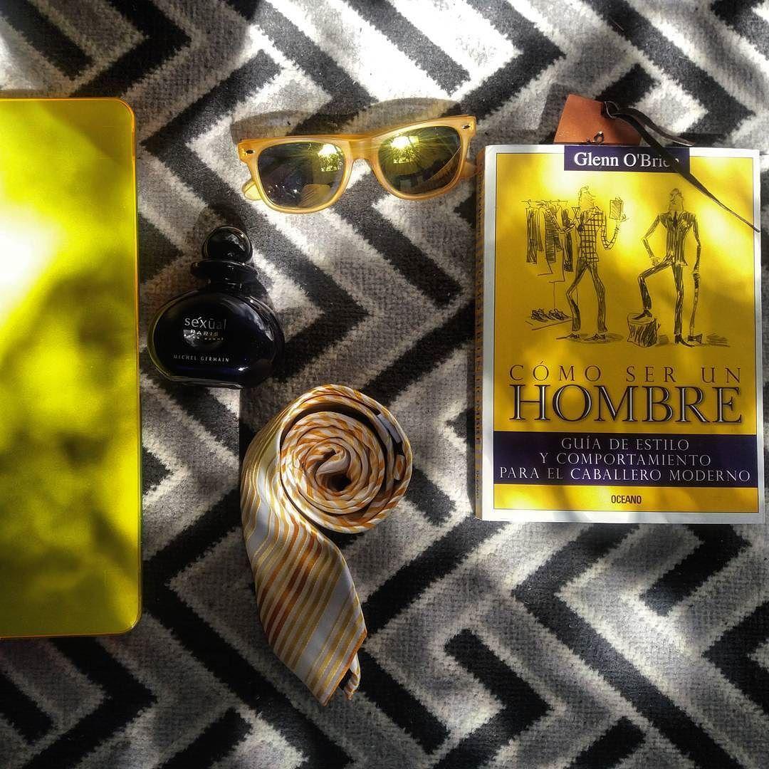 Para un domingo muy eclectico. Una excelente recomendacion para los #FashionFans// For a very eclectic sunday an excelent suggestion for every #men #fashionfan  #SunGlasses @ArturoCalle #Perfume @MichelGermainmx #pourhomme #ParllieniItaly #Tie y el libro #ComoserunHombre por #GlenO'Brien