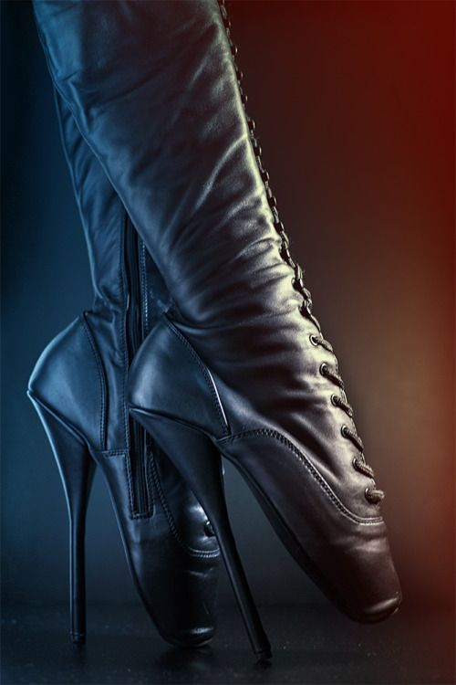 5a61e3cca46 Pin by Lana Boccardo Piccininni on Shoes I would walk a mile in ...